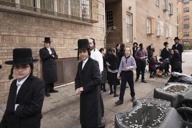 纽约市犹太裔仍聚众 拒保持社交距离规定引争议