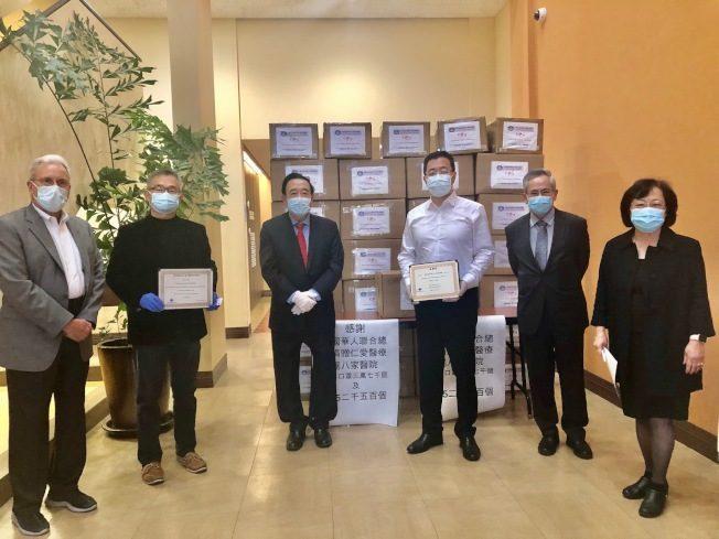 美国南加州华人联合总会捐4万口罩给仁爱医疗集团