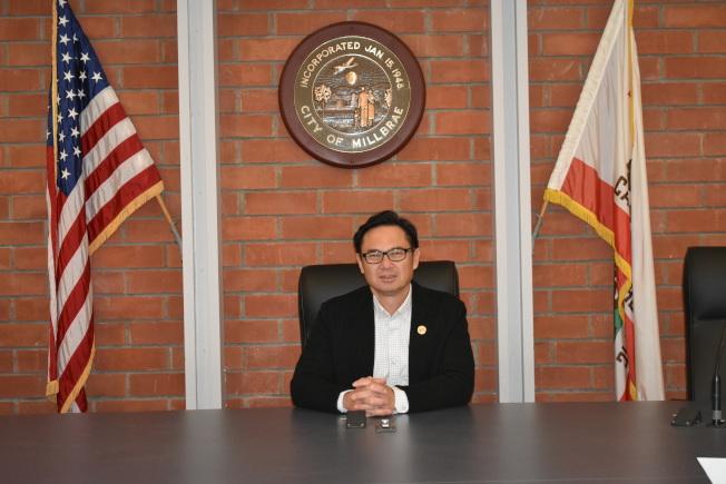 華裔的密爾布瑞前市長李偉忠近期也遭受了在街上被人故意咳嗽的歧視事件。(記者黃少華/攝影)