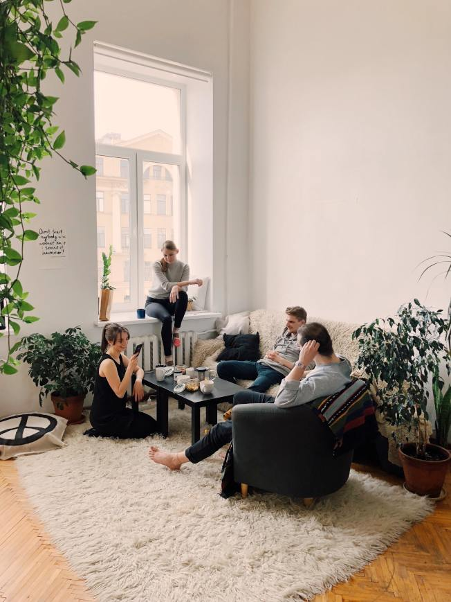 沙發不要買淺色的。(取材自StockSnap)