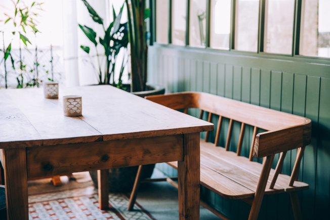 餐桌買尖角前,要審慎評估。(取材自StockSnap)