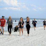 快看世界 保持社交距離?重開的佛州海灘周末好擠