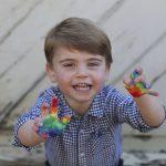 英國路易小王子2歲生日 拓印彩虹掌印散播希望