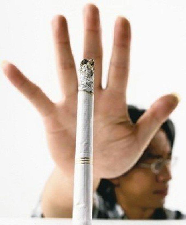 吸菸會造成身體發炎,抑制體內免疫系統,減少抵抗力。(本報資料照片)