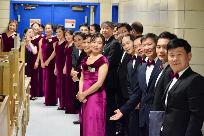 由醫生、病理學與物理學專家組成的長島之聲合唱團日前參與歌唱表演。(高苑提供)