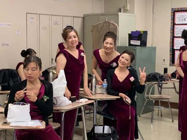 長島之聲合唱團的團員日前參與歌唱表演。(高苑提供)