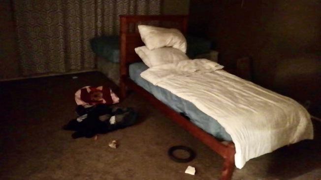 三個房間都被人霸住。(李先生提供)