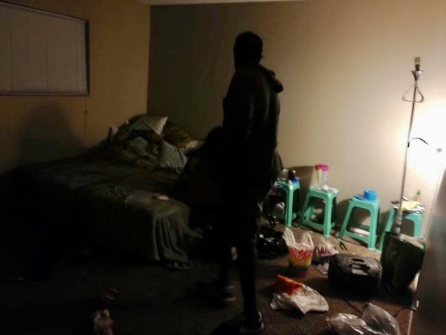 李先生直接撞上非法闖入房間的人。(李先生提供)