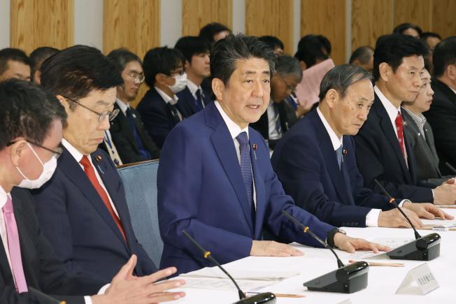 日媒報導,日本政府正在計畫,一旦中國通過香港版國家安全法,將向中方表達「遺憾」。美聯社