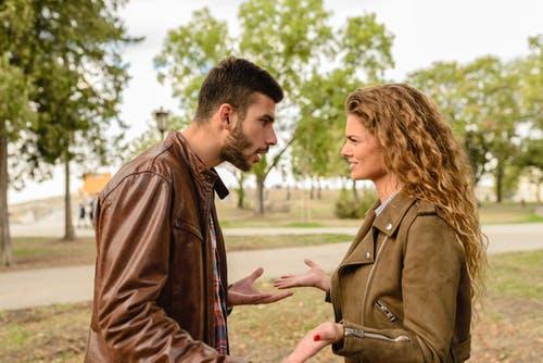 伴侶關係中有四個親密殺手。要談合作,兩個人要把意見都丟出來,但通常是只要一面對兩人差異,就會開始吵架,所以最後就形成一個很怪的默契。(Pexels)