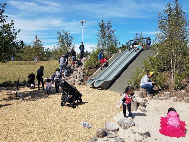 「艾芙琳保育公園」有景緻絕美花園和兒童遊樂場。(Evelyn's Park Conservancy臉書)