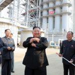 有圖有真相!北韓公布金正恩現身肥料廠剪綵照片