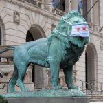 伊州口罩新規上路 芝加哥藝術館石獅連夜戴罩