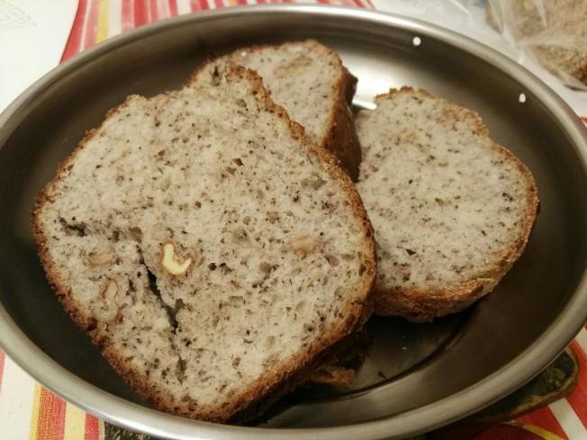 黑芝麻核桃麵包成品