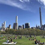 快看世界/紐約公園周末這麼多人!社交距離難保持
