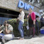 加州車管局擬逐步「復工」民眾洽公須預約戴口罩