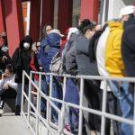 疫情期間拿額外失業救濟金 要注意「萬萬稅」後果