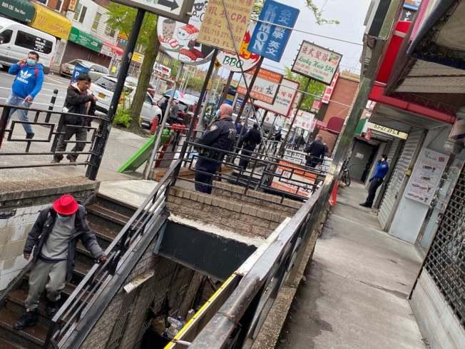 市警110分局8日出動大批警力,協助華裔商家驅趕遊民,還給眾人安全營業環境。(讀者提供)