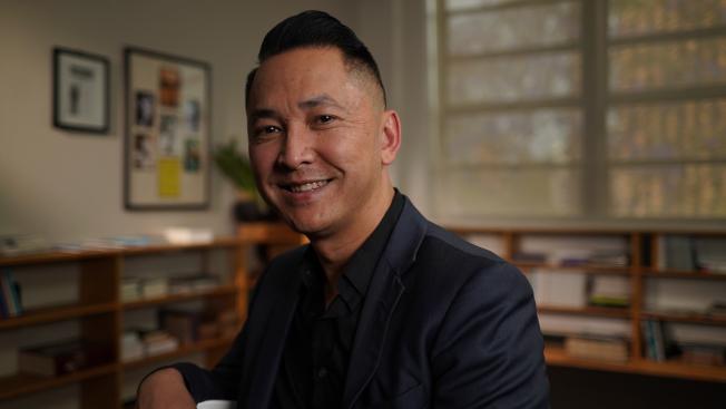 普利茲獎得主、小說家Viet Thanh Nguyen四歲時以難民身分來美。(PBS提供)