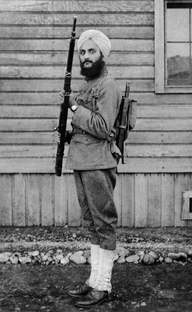 一戰期間錫克(Sikh)教徒Bhagat Singh Thind是因宗教被允許戴頭巾加入美軍的第一人。(PBS提供)