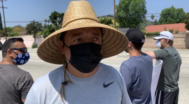 抗議集會由哈岡居民Alvaro Banegas發起。(記者謝雨珊/攝影)