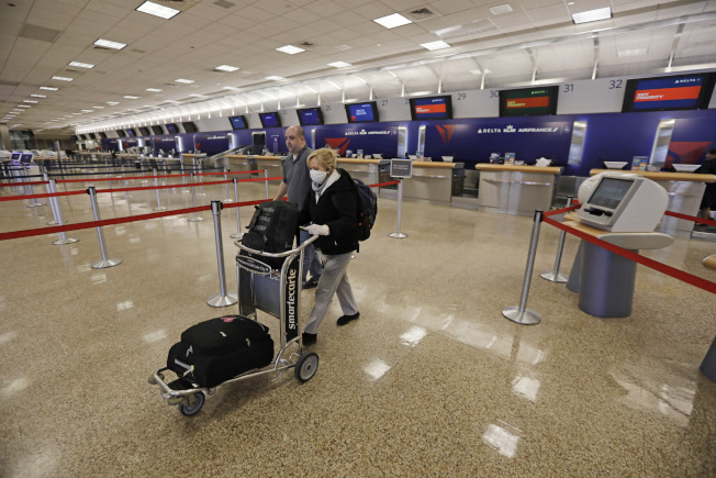 由於乘客稀少,航空公司股票大跌。(美聯社)