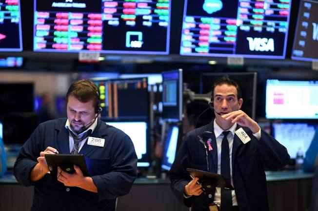 今年2、3月股市多次大跌,讓投資者損失慘重。(Getty Images)