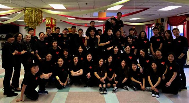 「傳愛樹」的學生們長期服務社區。(傳愛樹提供)
