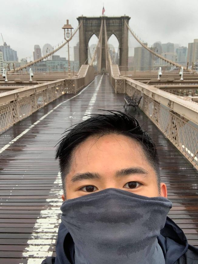 茹聰連續12小時跑61.2哩,為華埠的疫情後重振經濟籌款2萬元。(茹聰提供)