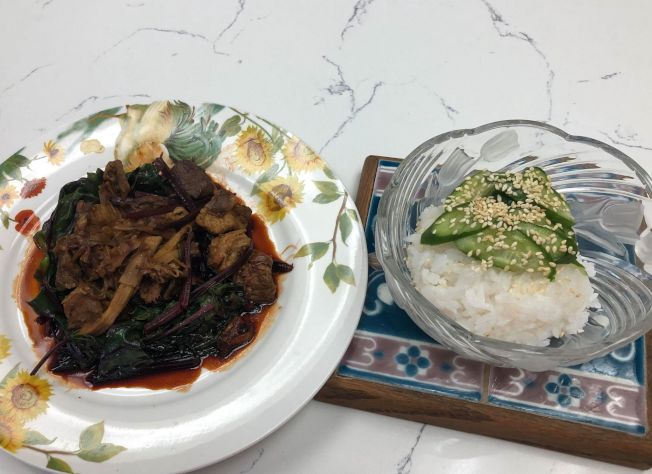 甜菜葉墊筍燒肉
