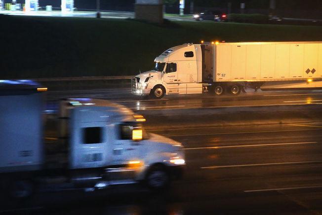 卡車司機工作時間長,常常需要離家,卻是不需要學歷或經驗也能賺取高薪的工作。 (Getty Images)