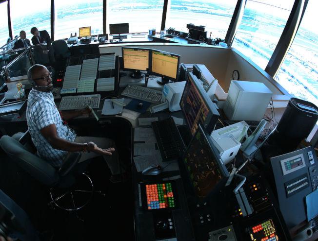 航空交通管制人員年薪中位數逾12萬元。    (Getty Images)