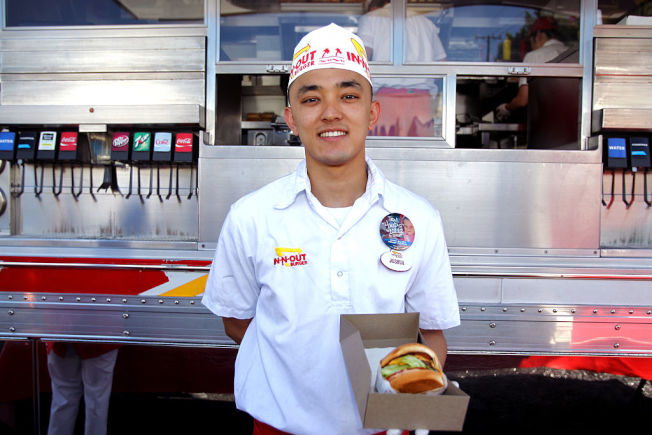 In-N-Out Burger分店經理年薪中位數16萬元  。 (Getty Images)