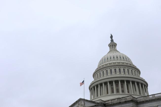 國殤日長周末前,參議員們仍然無法就紓困案達成協議。(路透)