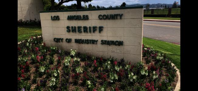 洛杉磯縣警局工業市分局負責哈岡社區治安,社區華人表示對縣警局有意削減開支很關注,擔心是否會導致當地遊民數量增加,對治安有負面影響。(記者啟鉻/攝影)