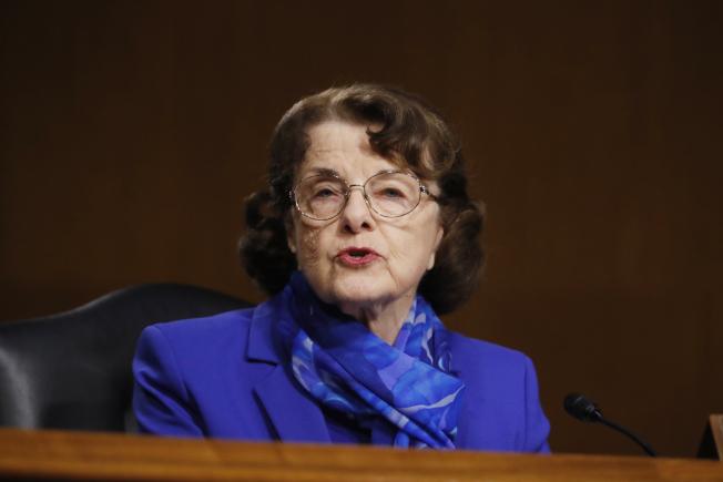 聯邦參議員波爾被指控利用內線消息在拋售股票而辭去聯邦參院情報委員會主席的職位。參議員范士丹傳也捲入。(美聯社)