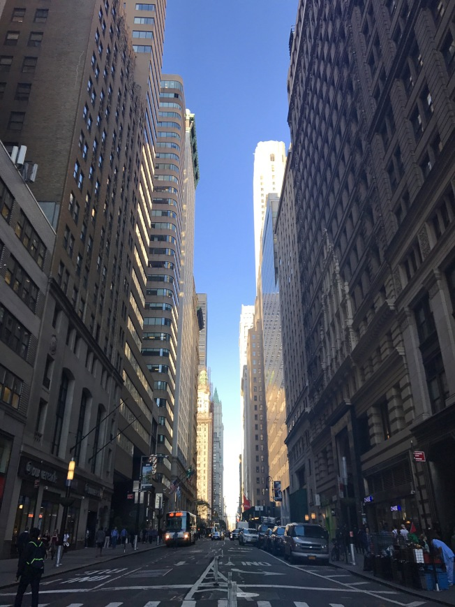 纽约市高收入人口多在疫情期间出走,图为金融重地华尔街一带。(记者赖蕙榆/摄影)