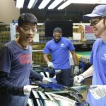 電影世界 |《美國工廠》中美工人的隔闔與融和