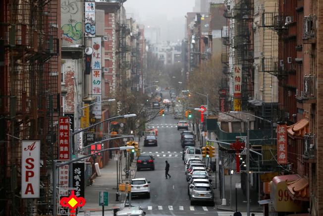 紐約華埠受到新冠疫情衝擊,平常以餐館為主的生意,大受影響,要靠很大努力才能恢復昔日榮景。(路透)