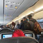 如果乘客搭機中途脫口罩 航空公司會怎麼做?
