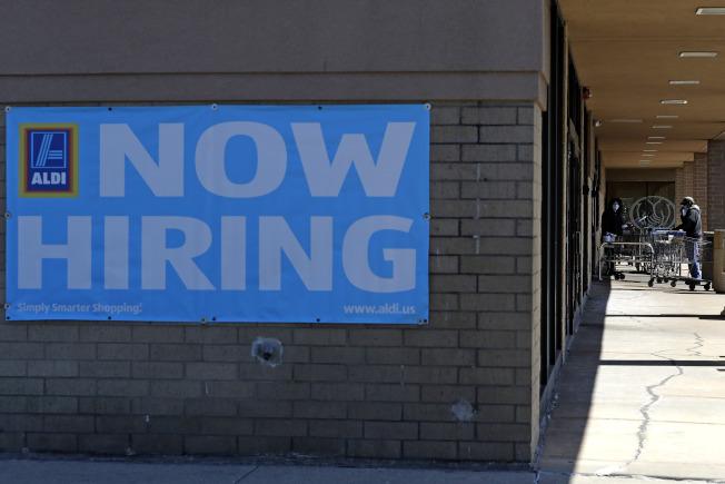 有些州硬性規定,如果被迫休無薪假的員工不回去工作的話,將無法續領失業金。(美聯社)