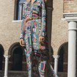 跨國高級女裝企業五月下旬首次在網站舉辦清倉展銷