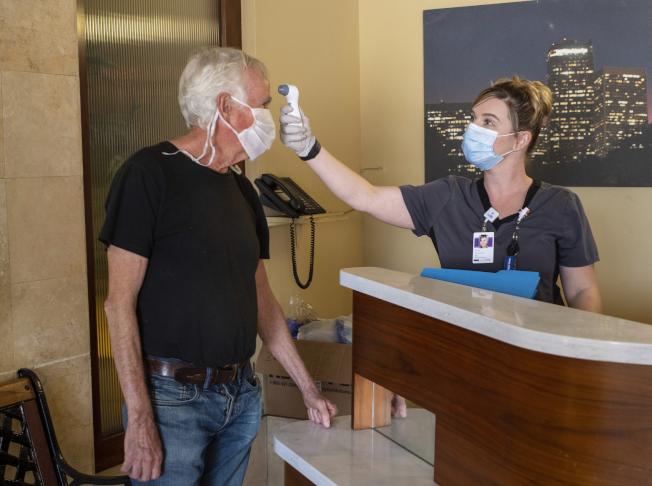 美國一項研究顯示,33%受訪者覺得自己肯定曾經感染新冠病毒。(美聯社)