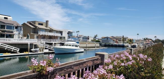 奧克斯納市高檔住宅區,可停靠遊艇。(記者鄭敖天/攝影)