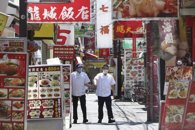新冠疫情重創日本觀光,4月訪日外國遊客數僅2900人次。(美聯社)