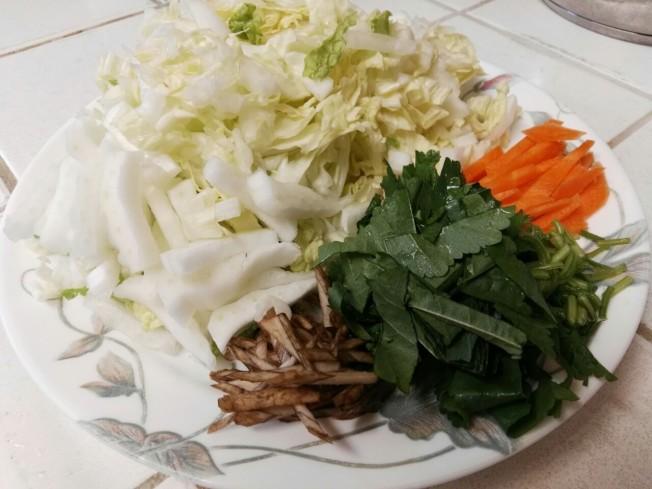 冬莧菜大白菜湯麵材料