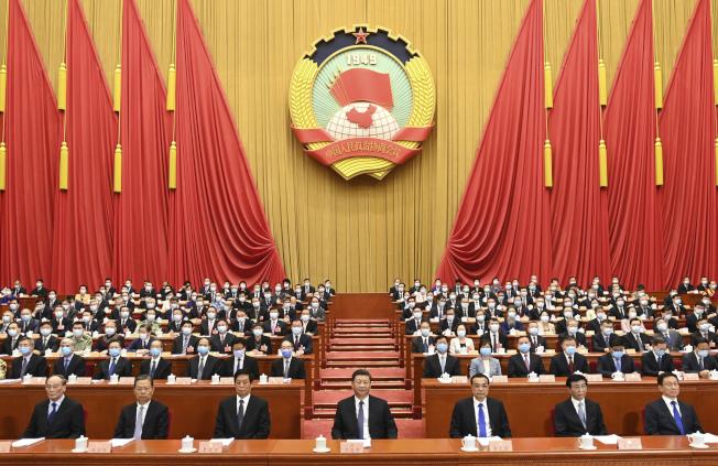 中國全國人大第13屆三次大會議程審議香港版「國安法」。(美聯社)