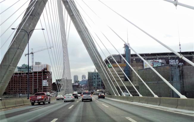 新冠肺炎疫情間,麻州公路車輛減少,但超速駕駛者增多。(記者唐嘉麗/攝影)