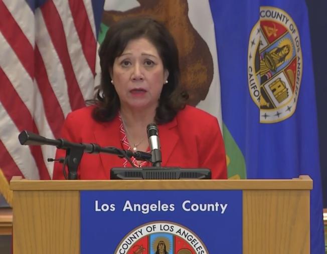 蘇麗絲表示洛縣新冠肺炎住院人數及重症監護人數已在下降。(視頻直播截圖)