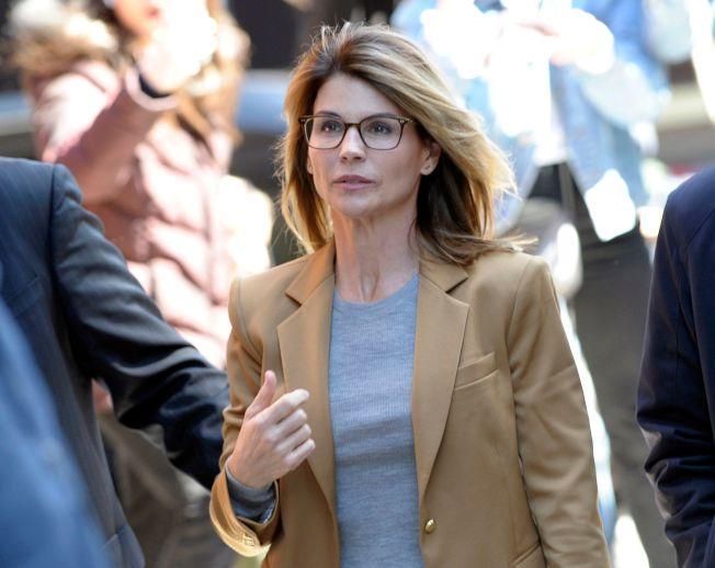 好萊塢女星蘿瑞羅夫林幫女兒「走後門」被南加大錄取,21日認罪。(Getty Images)